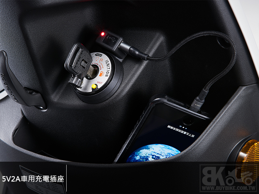 06.5V2A車用充電插座