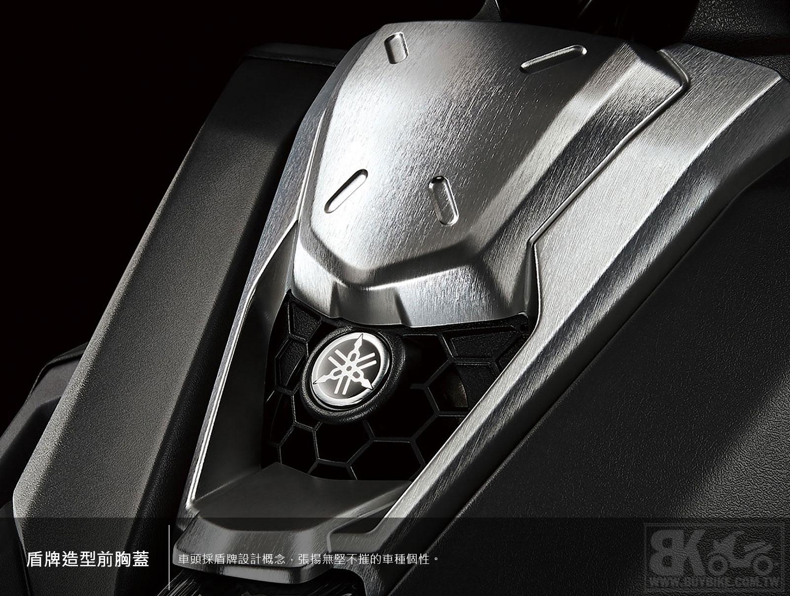 03.盾牌造型前胸蓋